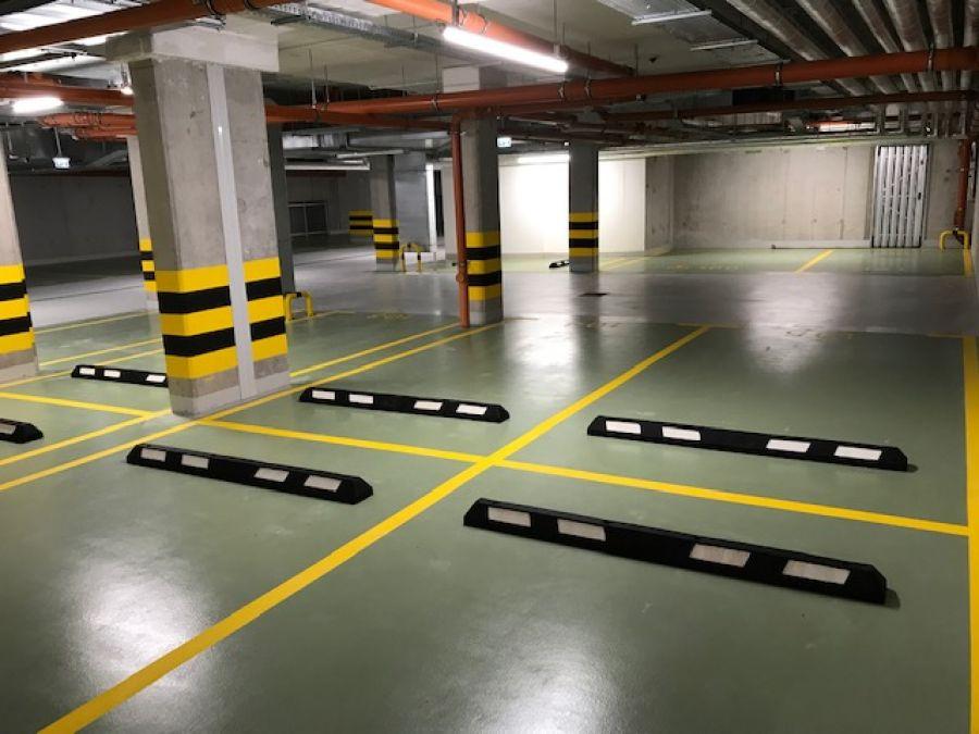 Parking podziemny- odbojnice zabezpieczające oraz separatory parkingowe